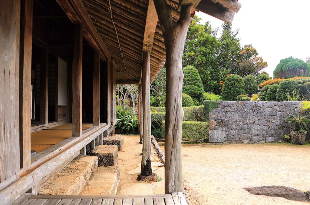 上江洲家の縁側